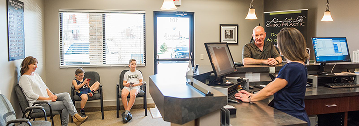 Chiropractic Kansas City KS Welcome Desk